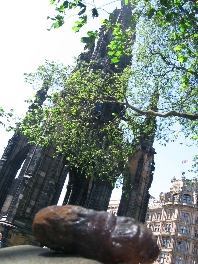 The-Poo-at-Scotts-Monument-